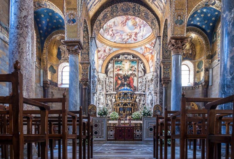 著名教会圣玛丽亚小山谷Ammiraglio的内部 免版税库存图片