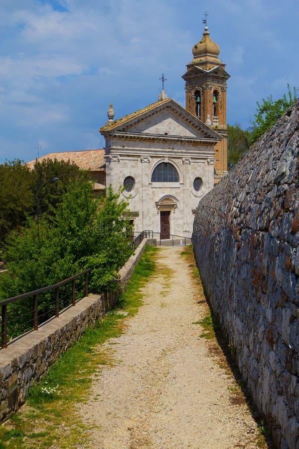 著名教会在蒙达奇诺(托斯卡纳,意大利) 库存照片