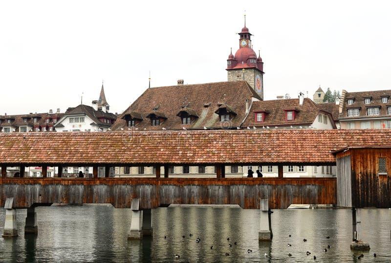 著名教堂桥梁和钟楼背景 库存图片