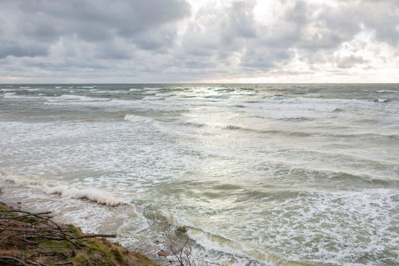 著名旅游景点荷兰人的盖帽全景在Karkle,立陶宛附近的立陶宛海边地方公园 库存图片