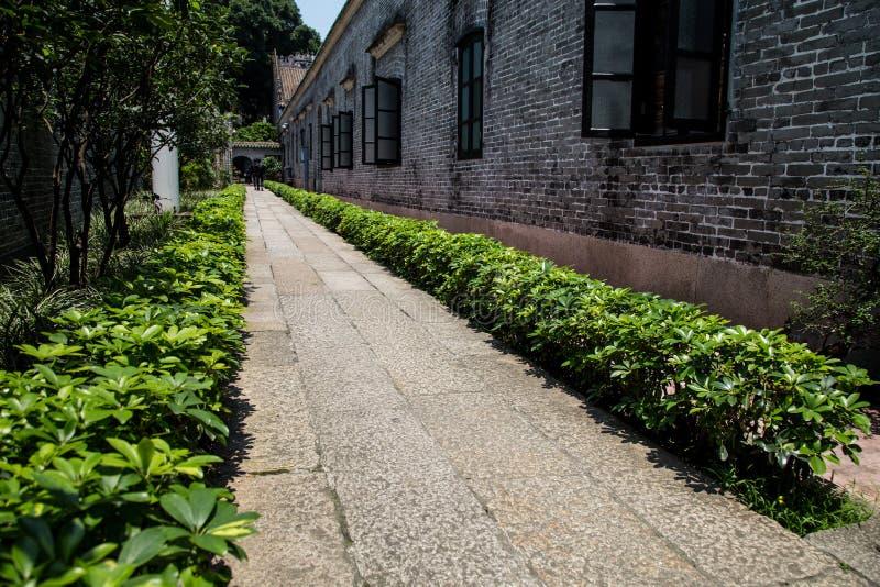 著名旅游胜地在广州市中国人陈祖先大厅里,铺与坚硬花岗岩路面 库存图片