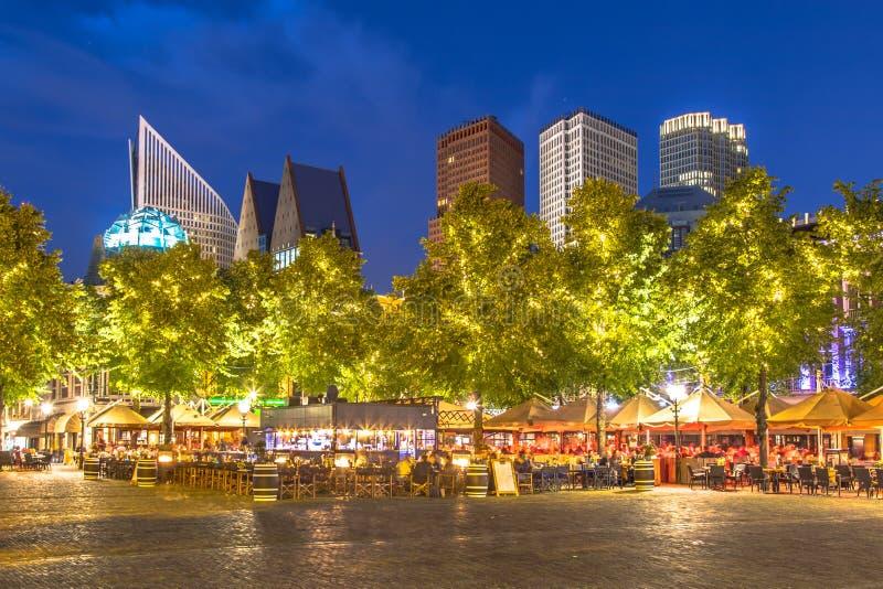 著名普莱因广场海牙在晚上 库存图片
