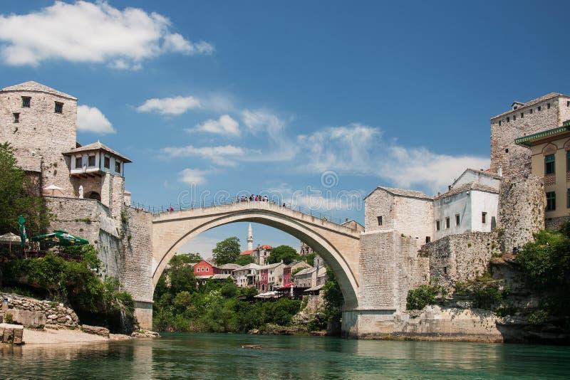 著名桥梁在莫斯塔尔,波斯尼亚 免版税图库摄影