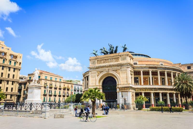 著名正方形在巴勒莫,西西里岛 免版税图库摄影
