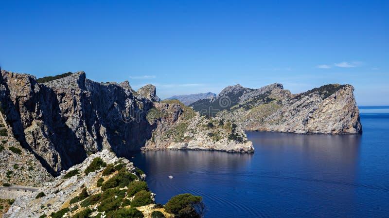 著名海角福门特拉岛,马略卡的风景看法 免版税库存图片