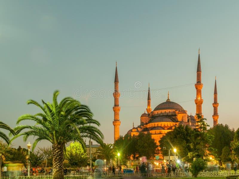 Download 著名清真寺在土耳其市伊斯坦布尔 库存照片. 图片 包括有 布琼布拉, 城市, 伊斯兰, 黑暗, 晚上, 地标 - 72366066