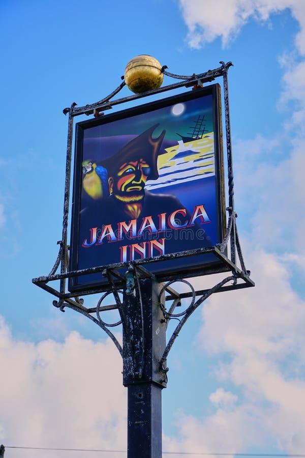著名牙买加旅馆被隔绝的看法在康沃尔郡英国签字 库存照片