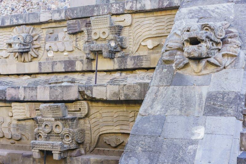 著名用羽毛装饰的蛇金字塔 免版税库存图片