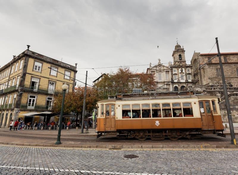 著名老电车在波尔图 库存照片