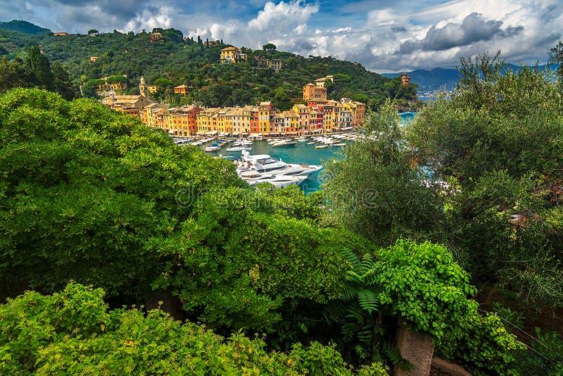著名老菲诺港村庄和豪华游艇,利古里亚,意大利 图库摄影