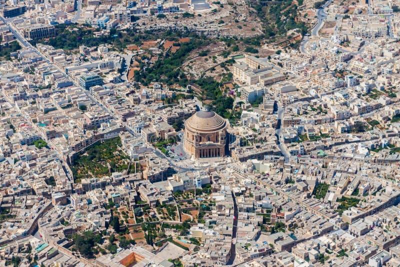 著名莫斯塔圆顶,圆形建筑莫斯塔,我们的玛丽夫人鸟瞰图的做法的大教堂 天主教教区教堂 免版税图库摄影
