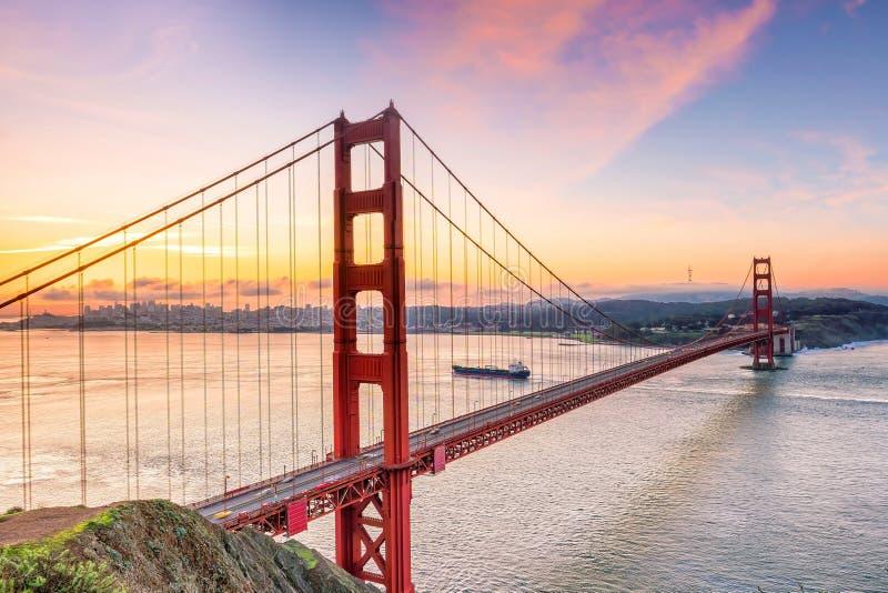 著名金门大桥,日落的旧金山 库存图片