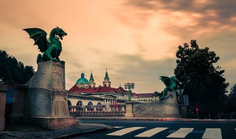 著名龙桥梁& x28; Zmajski most& x29; 卢布尔雅那,斯洛文尼亚的首都的标志 库存照片