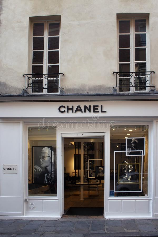 著名,国际法国豪华品牌` s商店商店的看法  库存照片