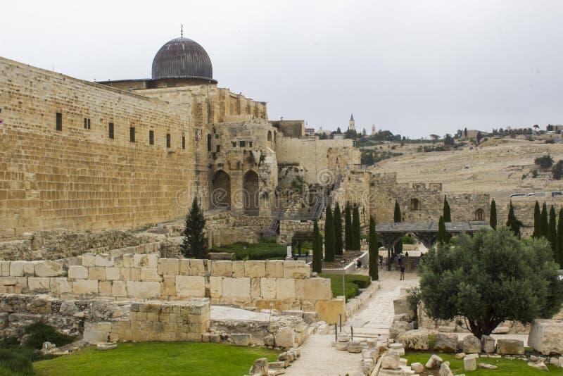 著名Al Agsa清真寺的圆顶在市耶路撒冷三世界的多数圣地根据伊斯兰教的traditi 免版税库存图片