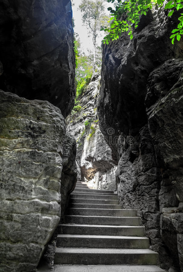 从著名Bastei桥梁的激动人心的景色 图库摄影
