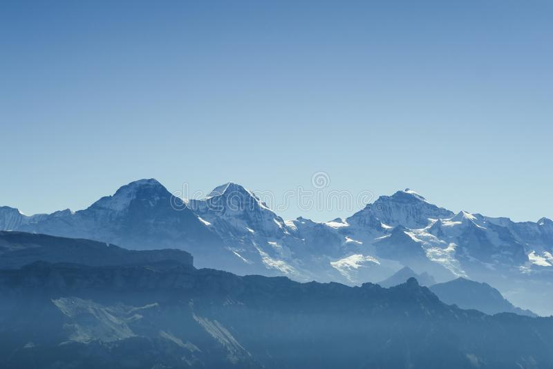著名Bernese Oberland山艾格峰、芒什、少女峰、Wetterhorn, Schreckhorn和更多的惊人的看法 库存图片