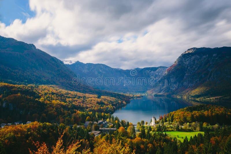 著名Bohinj湖的激动人心的景色从上面 库存图片