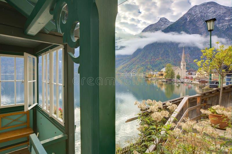 著名Hallstatt山村风景图片明信片视图  免版税图库摄影