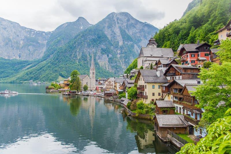 著名Hallstatt山villag风景图片明信片视图  库存照片