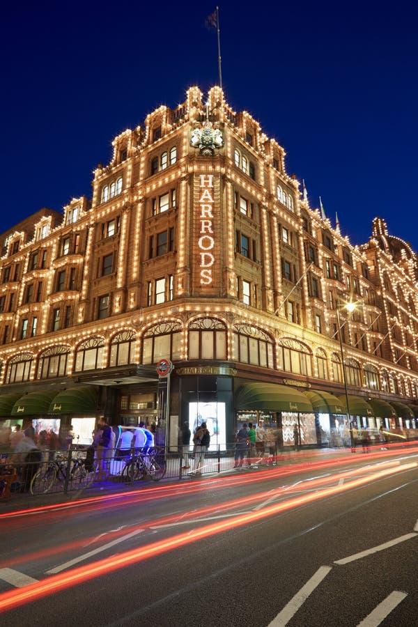 Download 著名Harrods百货商店在晚上在伦敦 编辑类库存图片. 图片 包括有 伦敦, 英国, 业务量, 都市, 蓝色 - 62531649