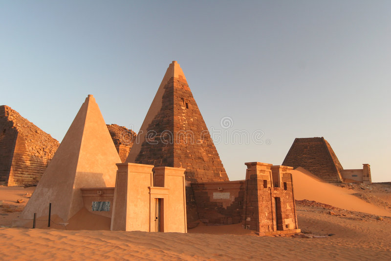 著名meroe金字塔 免版税库存照片