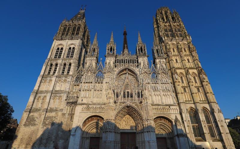 著名Notre Dame de鲁昂大教堂晴天,鲁昂,法国 免版税库存照片