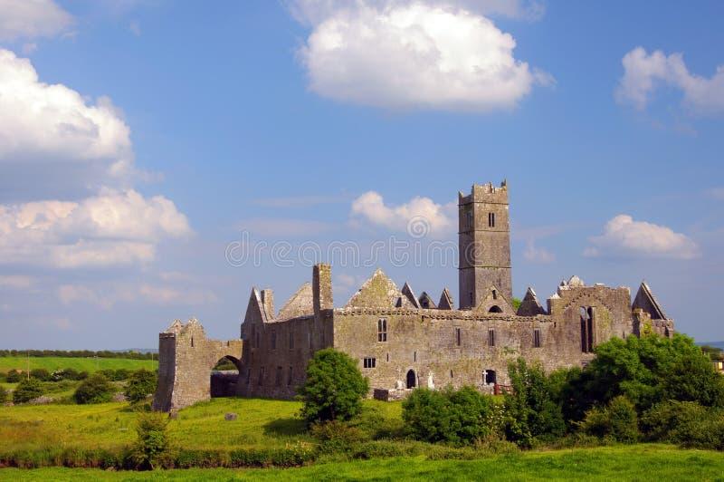 著名quin修道院在县clare,爱尔兰 免版税图库摄影
