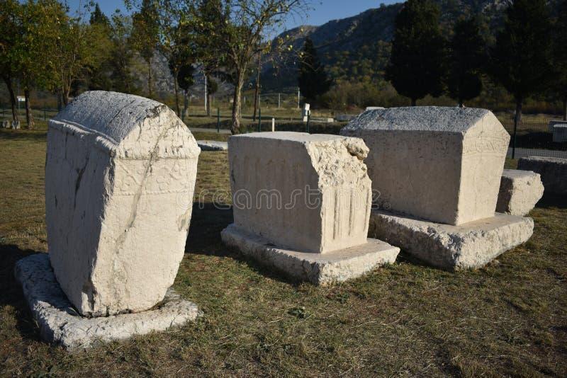 著名stecci在Radimlja中世纪大墓地 库存图片