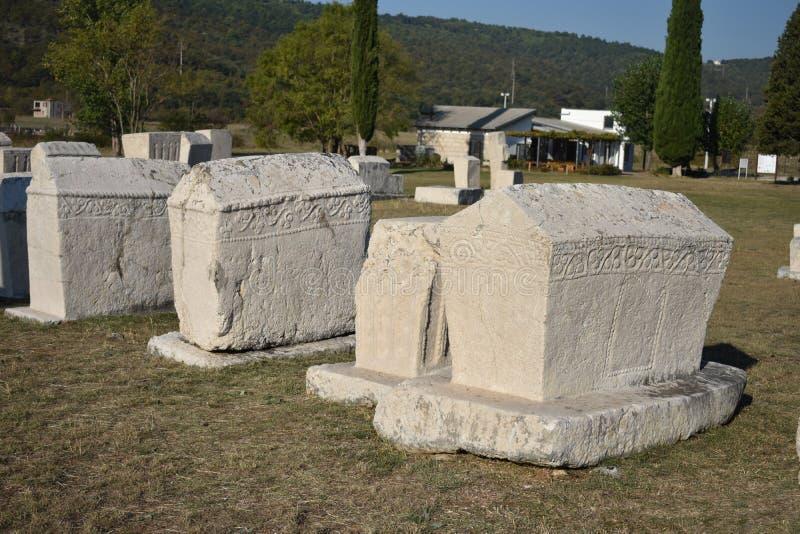 著名stecci在Radimlja中世纪大墓地 图库摄影
