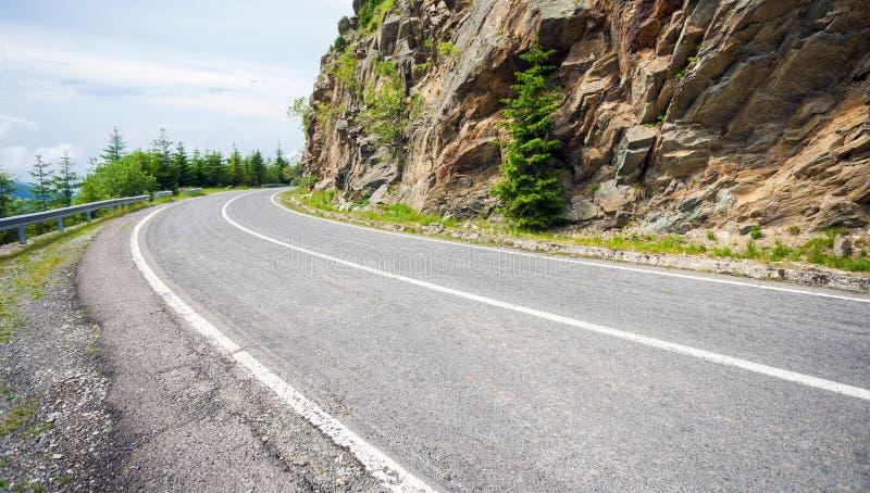 著名Transfagarasan山弯曲道路 库存照片