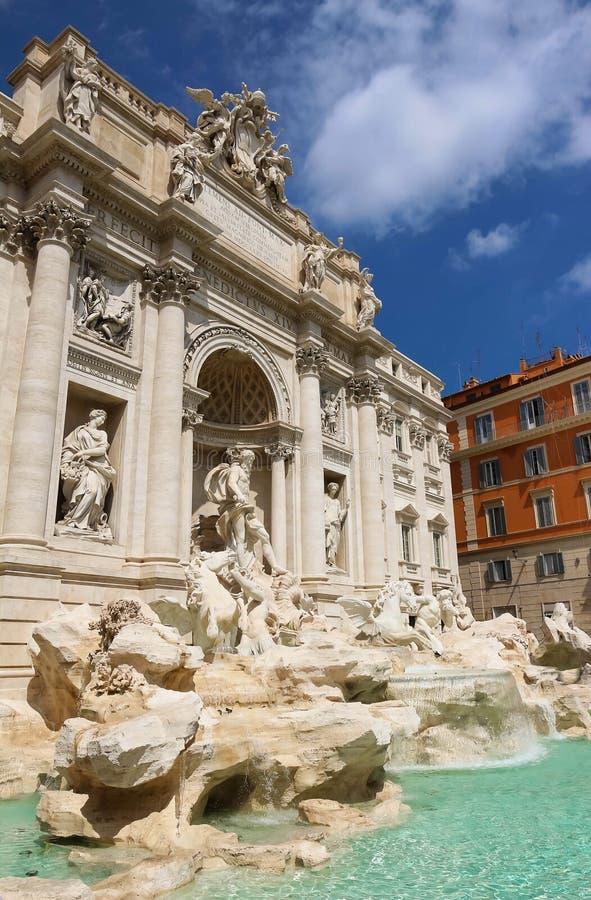 著名Trevi喷泉在好日子,罗马,意大利 图库摄影