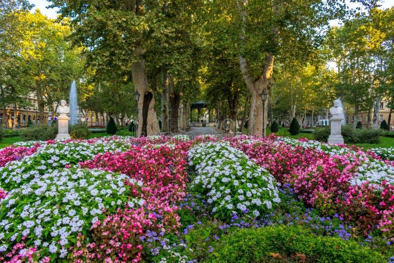 著名Zrinjevac公园的看法在萨格勒布,克罗地亚的市中心 库存照片