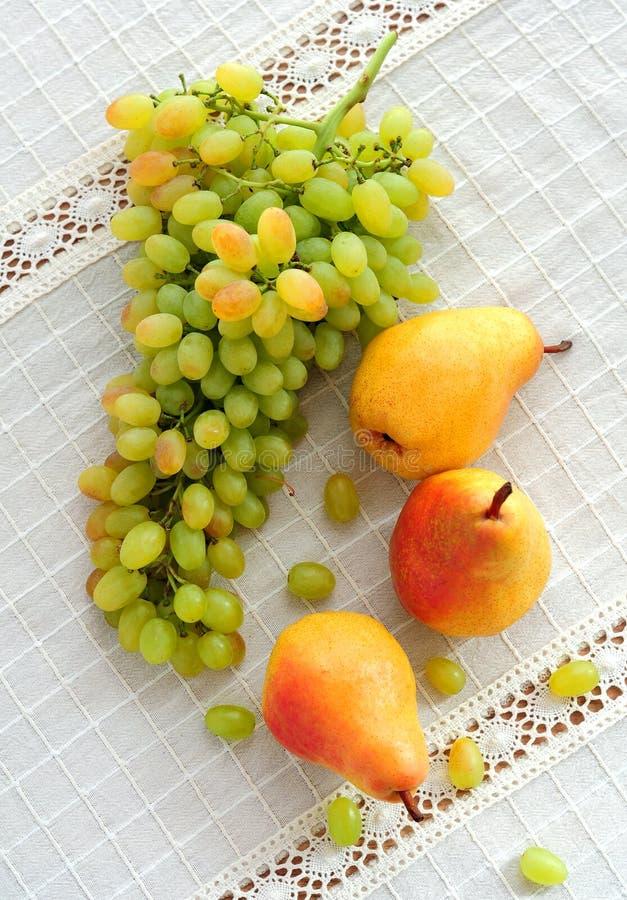 葡萄和梨 库存照片