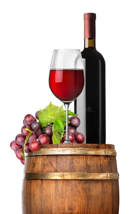 葡萄和酒在桶 库存照片