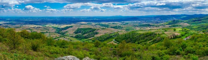 葡萄园和乡下全景风景在博若莱红葡萄酒 图库摄影