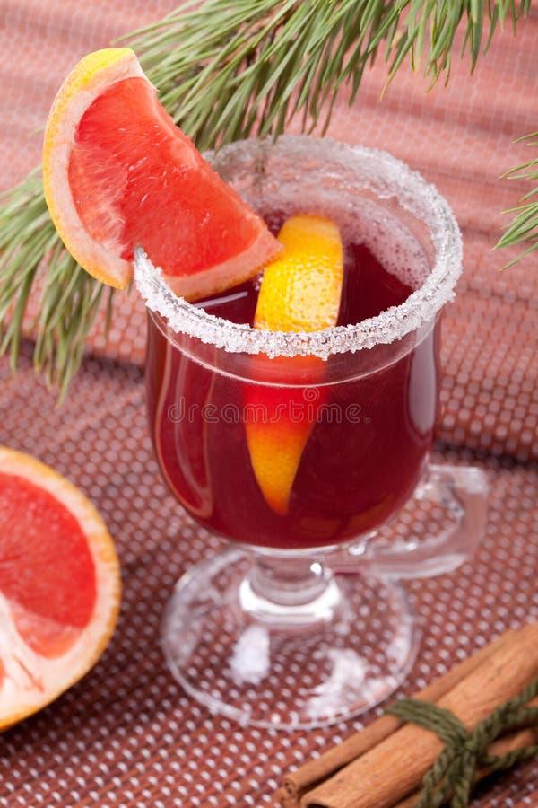葡萄柚被仔细考虑的打孔机酒 免版税库存图片
