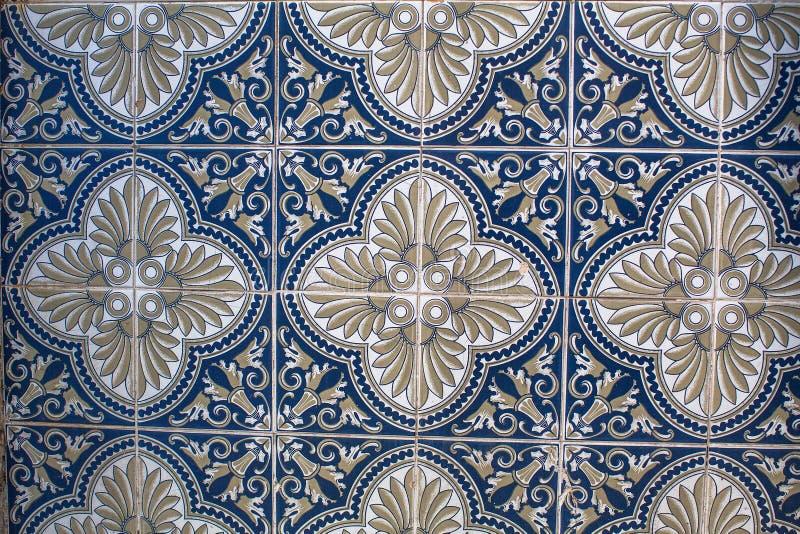 葡萄牙传统瓦片Azulejo的片段有样式的在老波尔图 库存照片