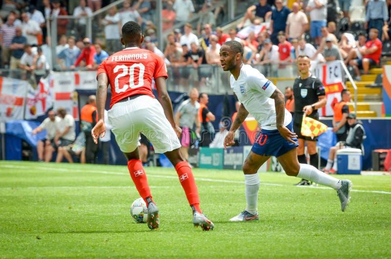 葡萄牙吉马赖斯- 2019年6月9日:埃迪米尔森・费尔南德斯和拉海姆・斯特林在欧洲联盟国家联赛决赛中 免版税库存照片