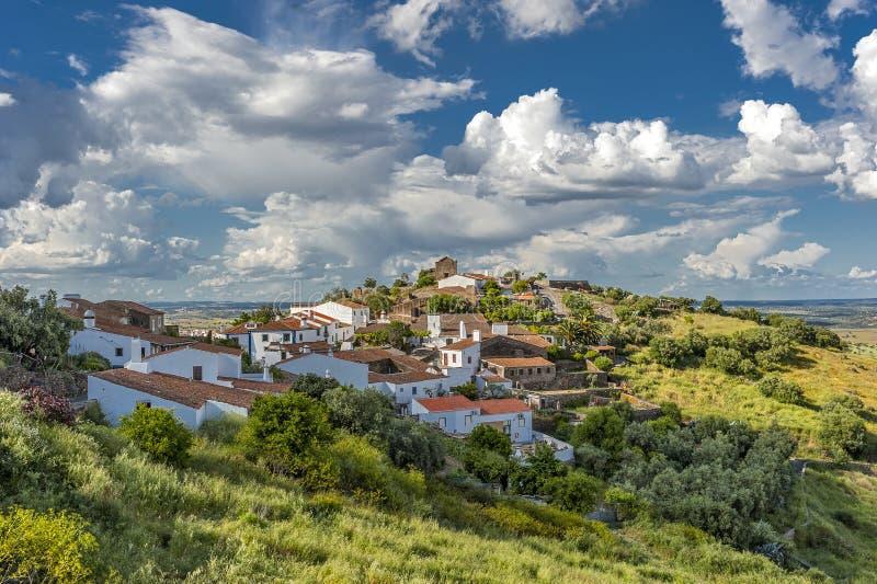 葡萄牙,埃武拉区  Monsaraz绿色村庄  免版税库存图片