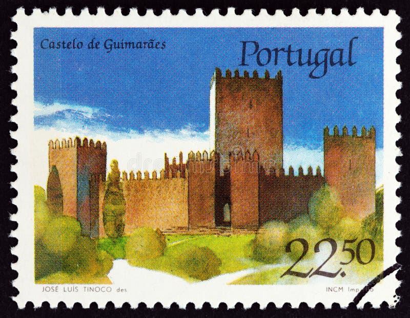 葡萄牙-大约1986年:在葡萄牙展示吉马朗伊什城堡打印的邮票,大约1986年 免版税库存图片
