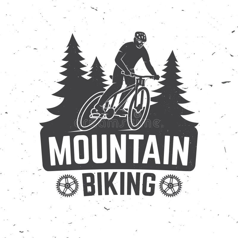 葡萄酒与人骑马自行车和森林剪影的印刷术设计 向量例证