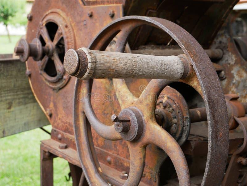 葡萄酒五谷研磨机机器 免版税库存照片