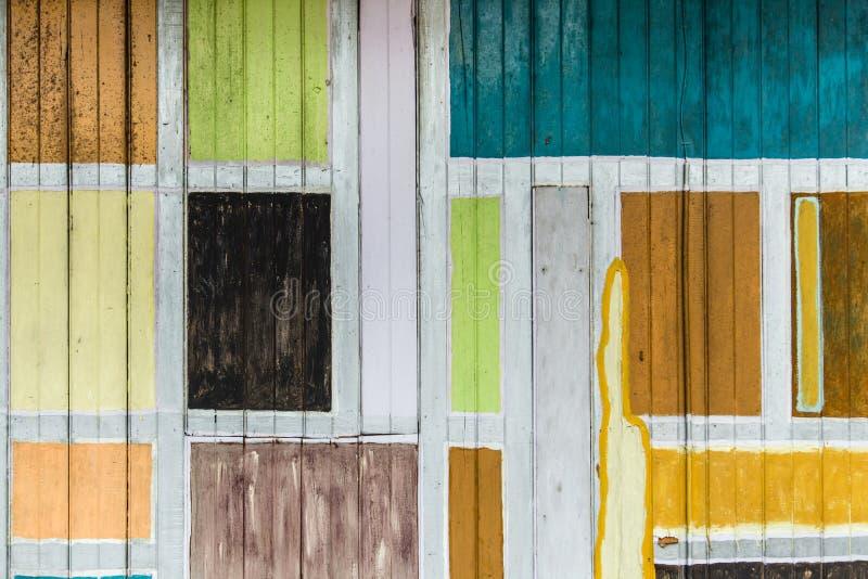葡萄酒五颜六色的格子木板墙壁背景视图 免版税库存照片