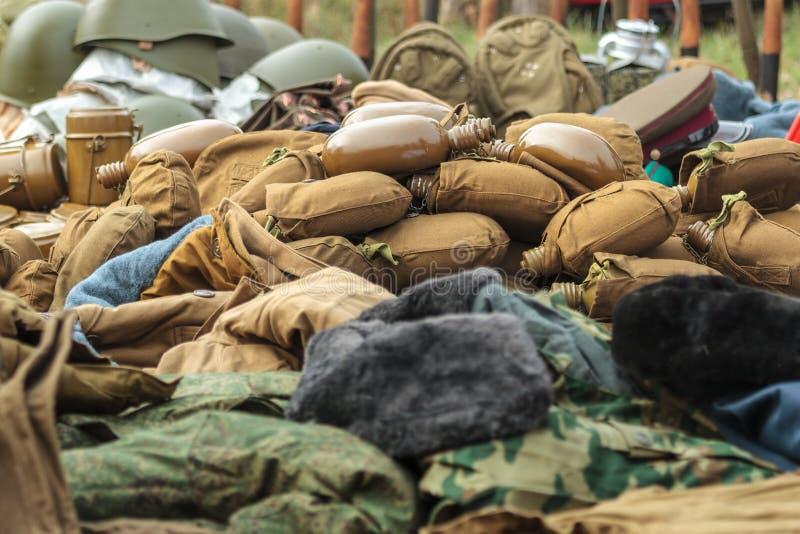 葡萄酒作战盔甲和军用餐具 免版税库存图片