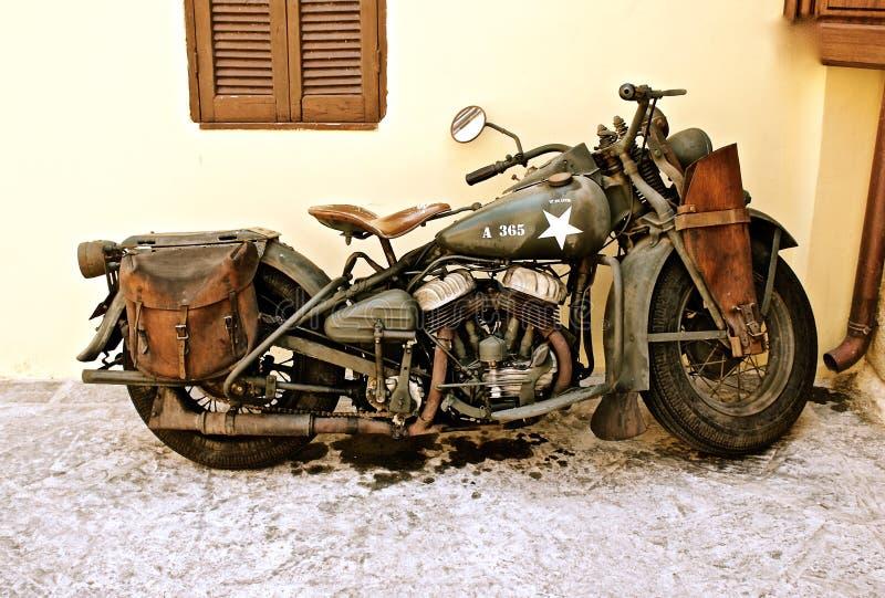 葡萄酒军队自行车 库存图片
