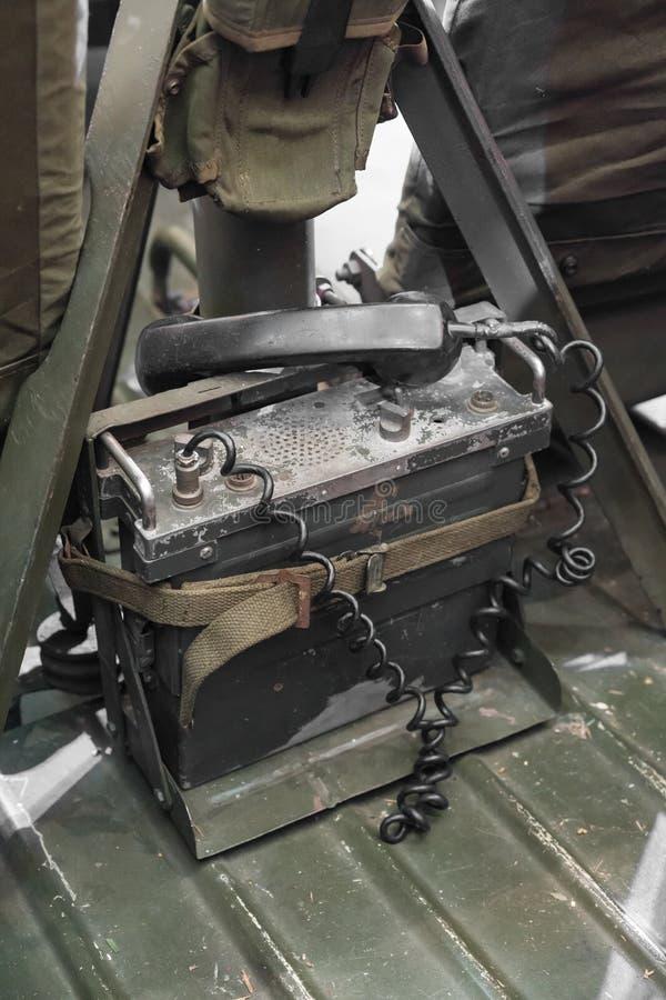 葡萄酒减速火箭的军用电话 免版税库存照片