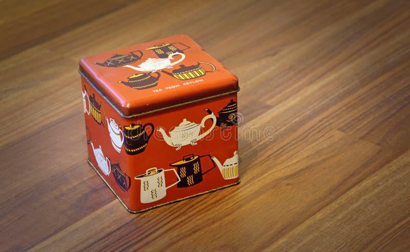 葡萄酒减速火箭的茶罐箱子 库存图片