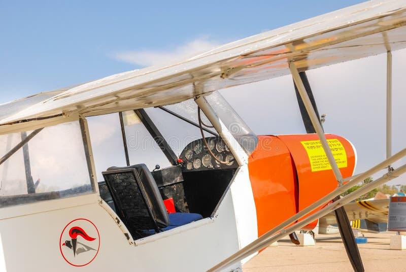 葡萄酒单翼飞机飞机驾驶舱和仪表板  免版税库存图片