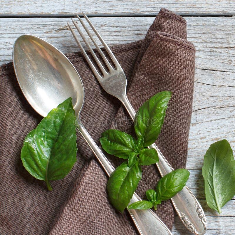 葡萄酒叉子和刀子在一块餐巾与蓬蒿 图库摄影